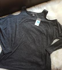 NOVA Siva majica sa golim ramenima sa etiketom