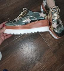 Zlatne interesantne cipele