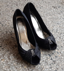 Intenzivno crne damske cipele sa cirkonima napred