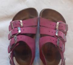 Grubin roze sandale sa kaisicima, br. 26