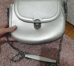 Metalik srebrna torba