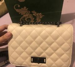 Bela torbica na rame
