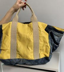 Slabo nosena velika torba sa dugackim kaisem
