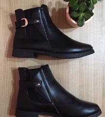 𝐒𝐀𝐃𝐀 𝟔𝟗𝟗 Crne gleznjace, kao NOVE; 24,5 cm