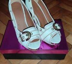POKLANJAM bele cipele