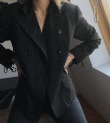 crni sako sa prugicama