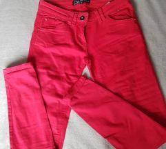 C&A crvene pantalone