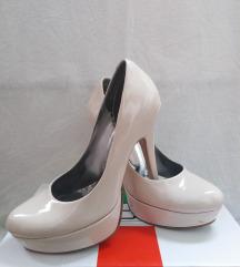 Krem lakovane cipele na stiklu