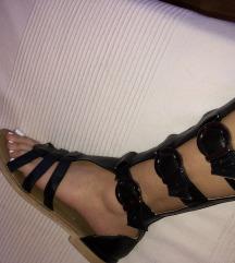 Crne dugacke sandale