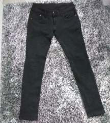 Crne elasticne pantalone