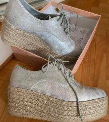 Nove cipele u kutiji