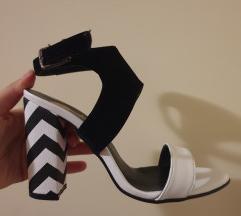 Nove crno-bele sandale na štiklu
