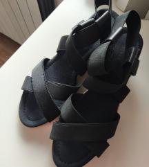 Crne sandale na platformu od plute