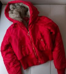 Crvena jakna sa krznom