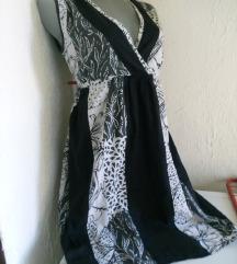 Crno bela dekoltovana haljina M