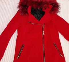 Nov crven kaput iz butika