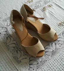 Krem sandalete