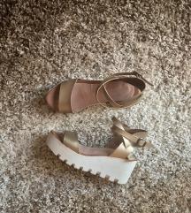 Prelepe zlatne sandale