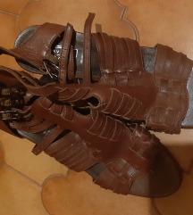 Braon kozne sandale sa kajsicima