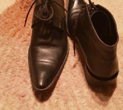 Cipele sada 900din