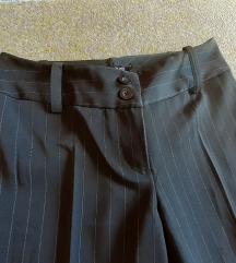 Nove svecane pantalone na peglu  xs