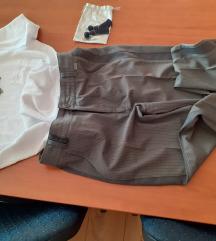 Pantalone Katrin i majica Bershka