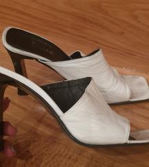 Bele KOZNE kockaste moderne papuce sandale 37-38