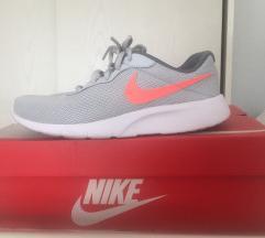 Patike Nike i Reebok