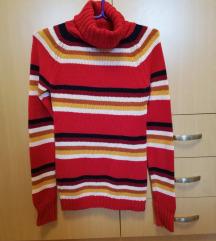Crveni džemper sa rolkom