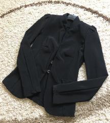 Crni strukirani sako