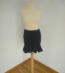 Crna mini-suknja