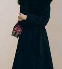 Dugački crni kaput