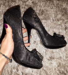 Odlicne crne cipele