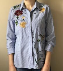 Zara košulja na pruge sa cvetnim detaljima