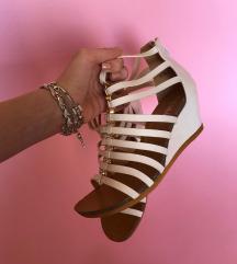 Bele sandale sa cirkonima Novo