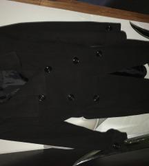 Crni kaput snižen na 1200din