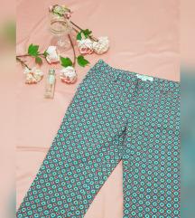 REZZ Poslovne print pantalone Forever 21 NOVO