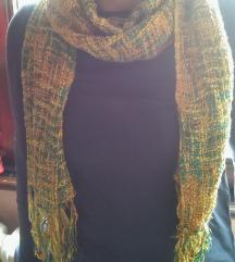 Žuto zeleni tkani šal