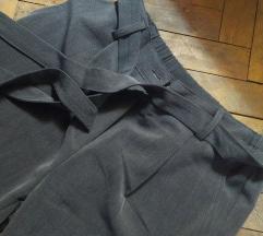 Elegantne sive pantalone sa mašnom