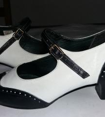 Crnobele kožne cipelice kao nove i kao plesne