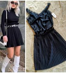 APSOLUTNO Nova crna plisirana suknja sa faltnama,
