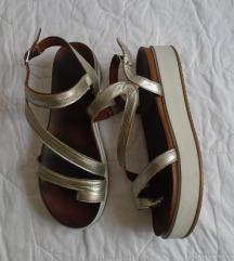 Kozne srebrne sandale br 39