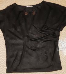 Majica neobicnog kroja