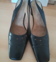 Kozne sandalete nenoseno