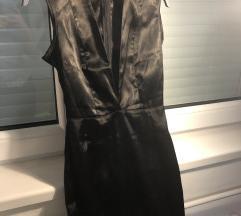 Mini crna uska haljinica sa dekolteom