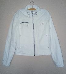 Bela prolecna jakna