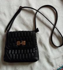 Crna cvrsta torbica