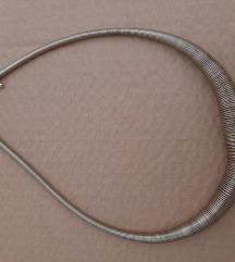 Divna kvalitetna ogrlica