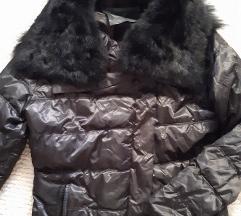 Crna jakna sa pravim krznom S