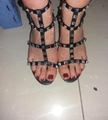 Sandale broj 36 SNIZENO NA 1.000 DIN